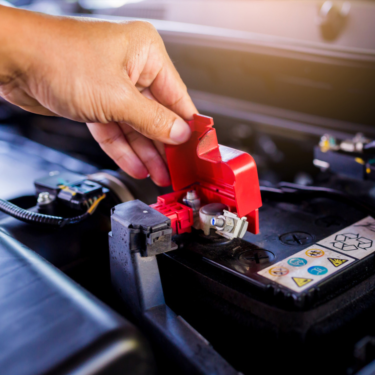 Dead car battery: what to do and warning signs